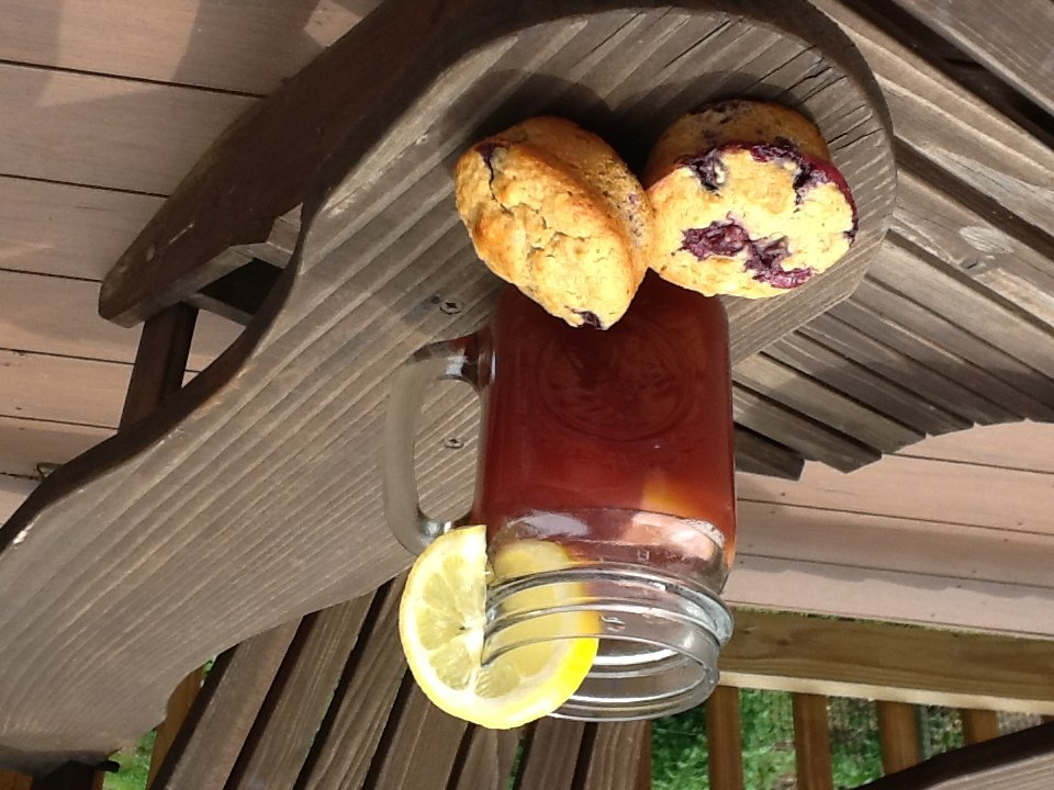 blueberry muffin and blueberry iced tea